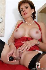 Lady Sonia Busty British Mature Toys Her Pussy Pichunter